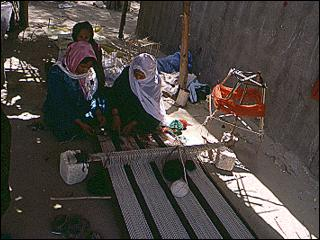 women weaving a saddlebag